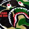 A BATHING APEからABC CAMOとシャークモチーフを採用した新作ラグ「ABC CAMO SHARK RUG」が2/15発売 (ア ベイシング エイプ)
