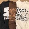 アニマル柄とブランドロゴが融合した STARTER BLACK LABEL × BEAMS 別注 ロゴ クルーネック スウェット (スターター ブラック レーベル ビームス)