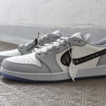"【レビュー】DIOR × NIKE AIR JORDAN 1 LOW OG ""Wolf Grey/Sail/Photon Dust/White"" (ディオール ナイキ エア ジョーダン 1 ロー OG) [CN8608-002]"